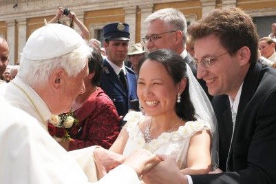 CatholicMatch newlyweds met Pope Benedict XVI days after their wedding.