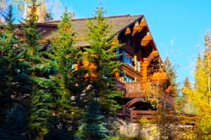 Kevin & Tiffany are enjoying a delayed honeymoon in a Colorado log cabin