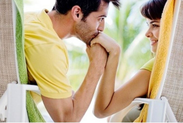 Kissing advice: Men, take cues from women when it comes to physical affection