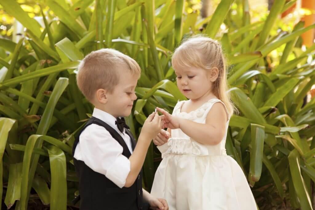 children-wedding-couple