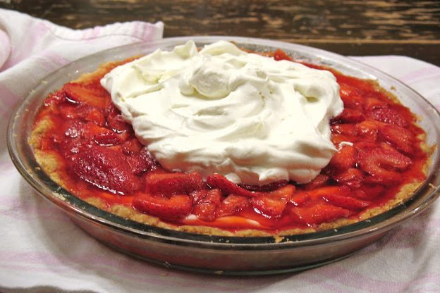 Make strawberry cream pie